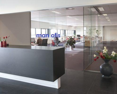 man ofis, şüşə bölmə