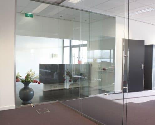 man ofis, şüşə bölmə sistemləri